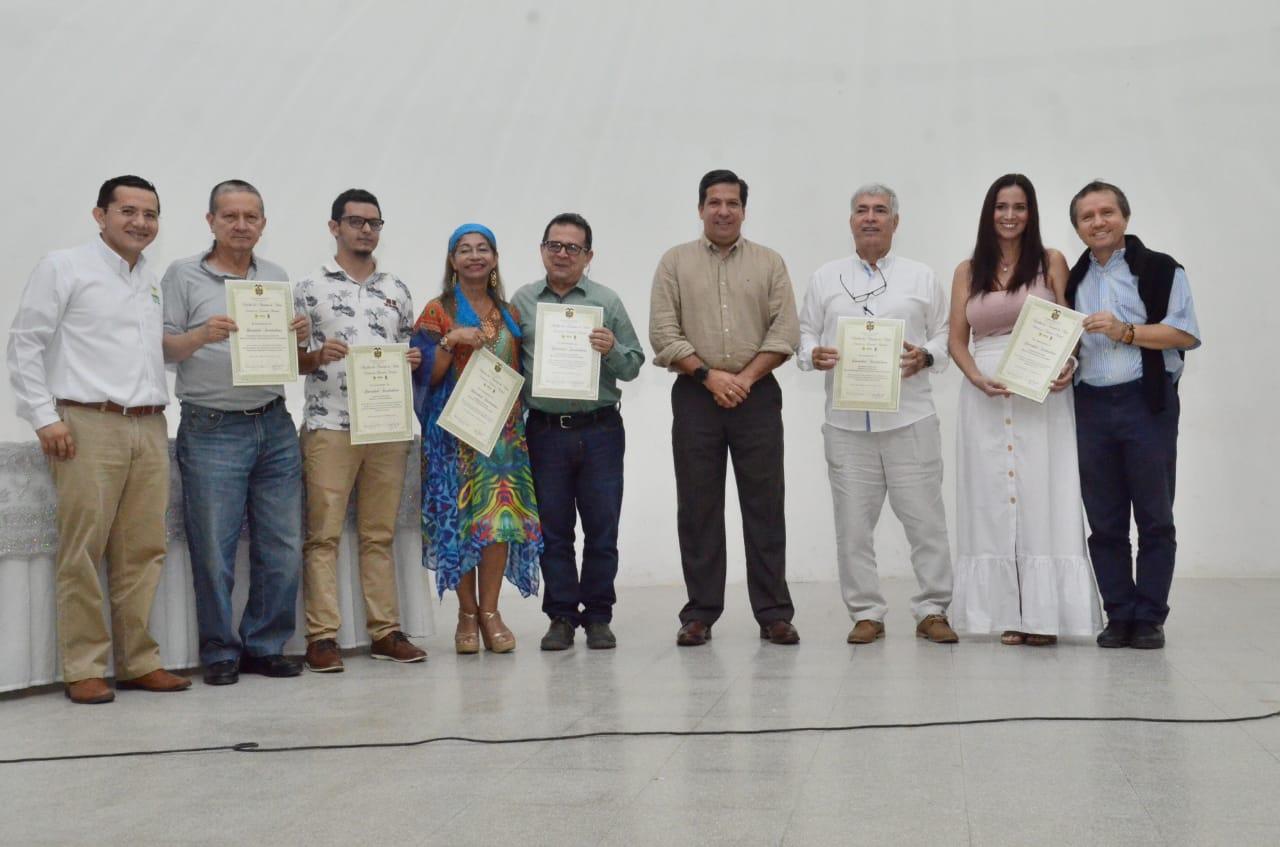 200 docentes se graduaron de Maestrías