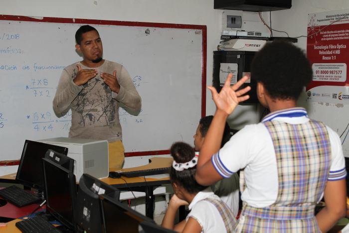 60 docentes para atención de niños con capacidades especiales