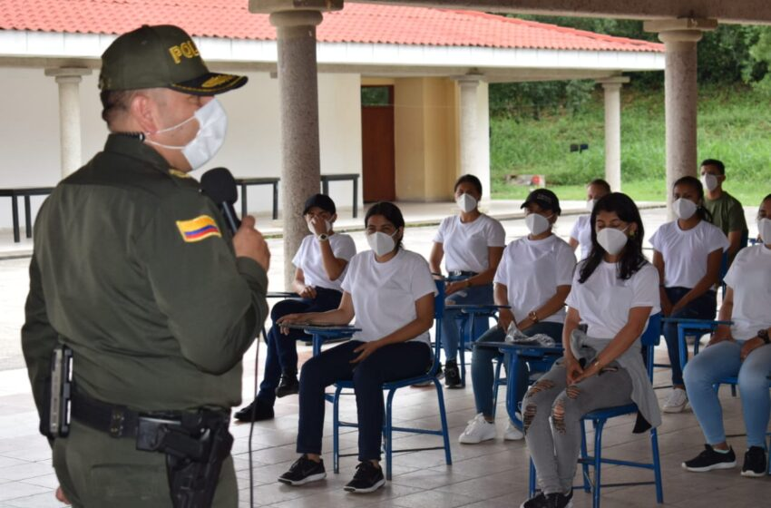 35 mujeres  iniciaron el curso de entrenamiento para auxiliares de policía en el Huila