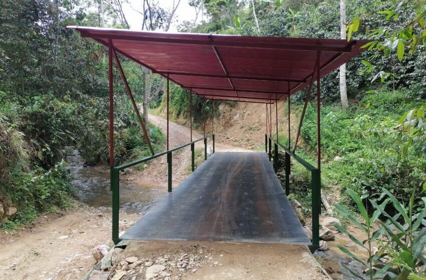 En Acevedo inauguraron puente en la vereda Cantarito