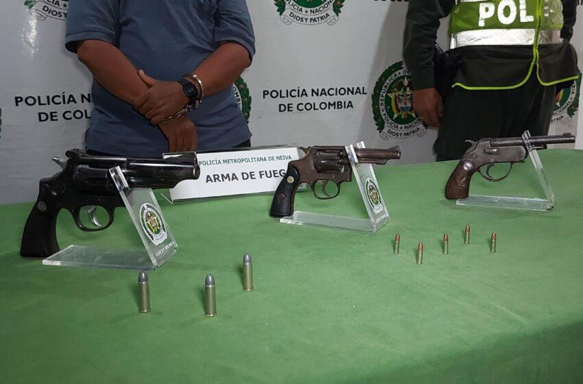 Policía captura un sujeto que portaba 3 armas de fuego ilegal