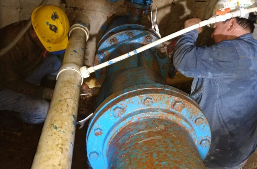 Con carro tanques, LAS CEIBAS garantiza suministro de agua en la comuna 6