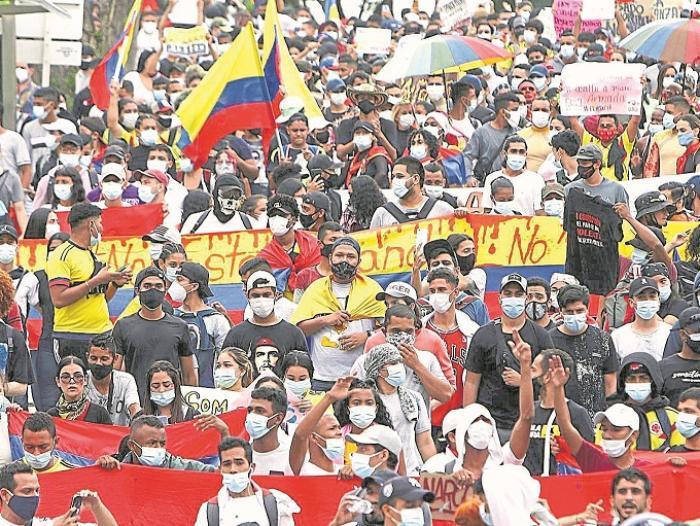 Duque propone diálogo social en medio de manifestaciones