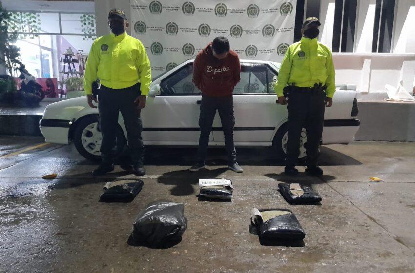 Camuflados al interior de un vehículo transportaba más de 14 kilos de marihuana