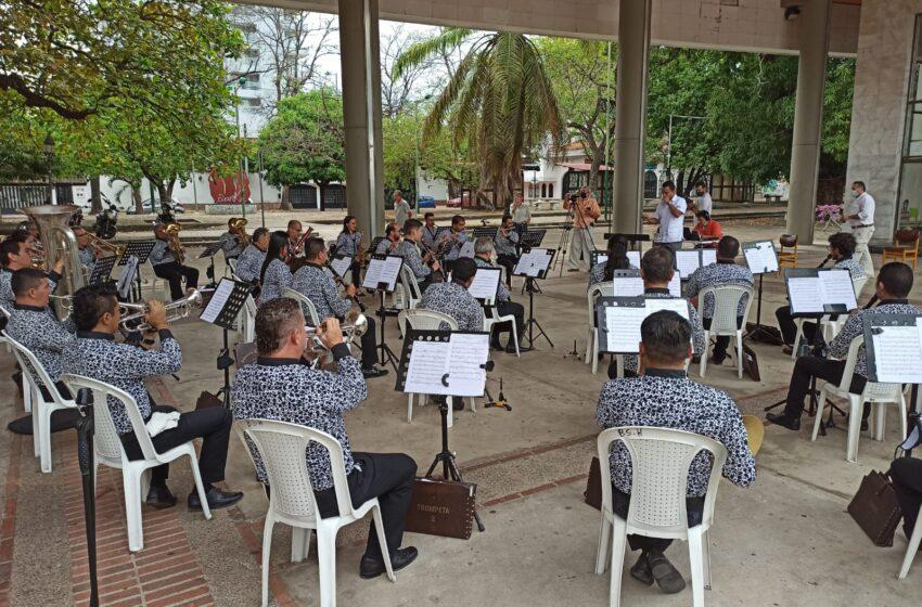 Con clásicas melodías los abuelos huilenses celebraron su día
